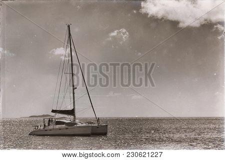 In  Australia Luxury Cruise In A Catamaran