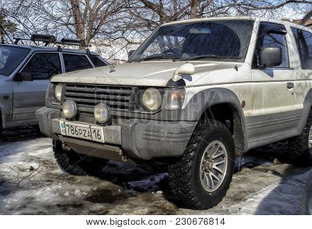 Kazakhstan, Ust-kamenogorsk, March 9, 2018: Mitsubishi Pajero Ii. Old Japanese Car. Old Suv. 3-door