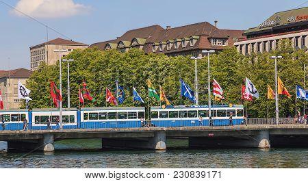 Zurich, Switzerland - 24 April, 2014: The Bahnhofbrucke Bridge. Bahnhofbrucke Is A Road, Tramway And