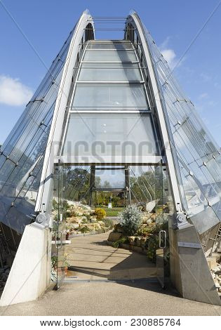 London, Uk - April 18, 2014. Davies Alpine House, Kew Botanic Gardens. The Gardens Were Founded In 1