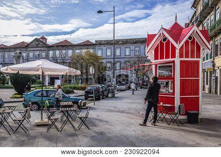 Porto, Portugal - December 8, 2016: Characteristic Red Quiosque Da Ramadinha Kiosk At Carlos Alberto