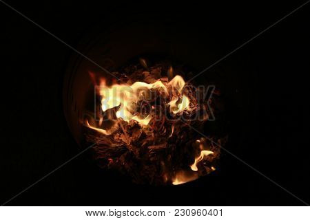 Chinese Culture , Chinese Descendants  Were Burnt Joss Paper  ,as Silver And Gold Paper , And Hell M