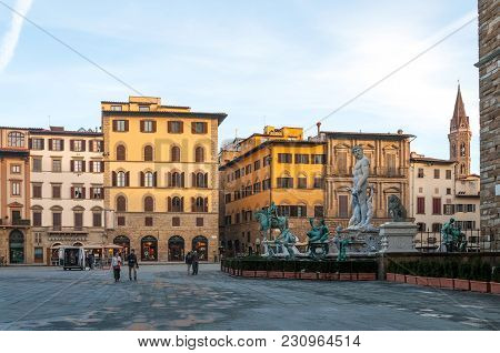 Florence, Italy - November 13, 2016: The Neptune Fountain And Piazza Della Signoria In The Early Mor