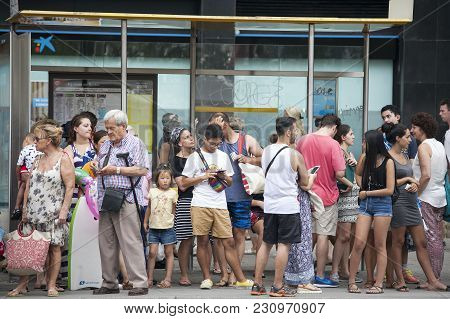 Barcelona, Spain - July 25, 2016 : Line Of People Waiting For Bus At Bus Stop.