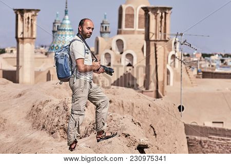 Solo Traveler In An Individual Independent Travel To Iran, Examines The Old District Of The City Of