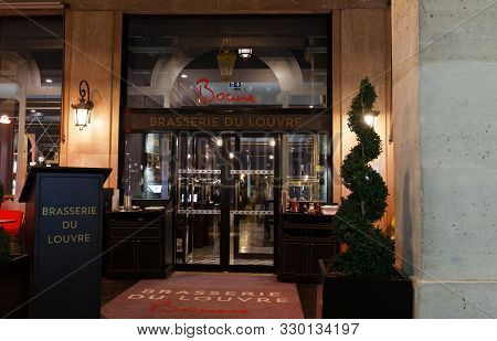 The Brasserie Du Louvre Is Famous Traditional French Restaurant . It Located The Louvre Museum And T