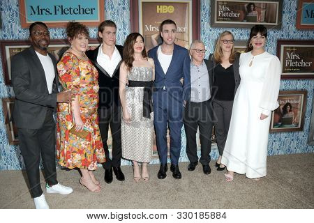 LOS ANGELES - OCT 21:   Kathryn Hahn, and cast at the