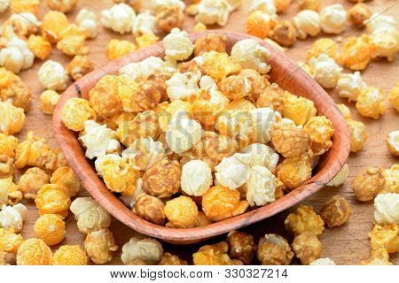 Group Caramel Popcorn In Bowl On Table