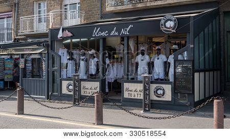 Clothing In France : Blanc Du Nil (white From Nil In French) Full Shop View Cancale, France 2019-08-