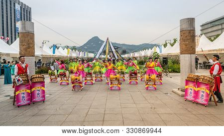 Seoul Korea , 25 September 2019 : Group Of People Playing Traditional Korean Drum Or Janggu On Gwang