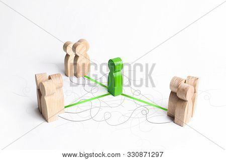 The Green Figure Of A Mediator Connects Three Groups Of People. Mediation Service. Establishing Cont
