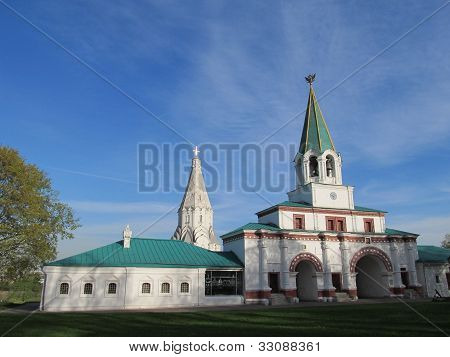 Moscow. Manor Kolomenskoe. Front gates and church of the Ascension.