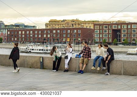 Moscow, Russia - May 28, 2021: Spring Evening In The City. Young People Communicate And Relax On The