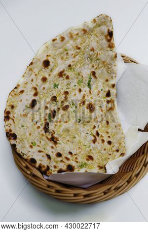 Tandoori Garlic Naan Bread, Indian Clay Oven Baked Bread