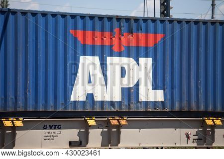 Ljubljana, Slovenia - June 16, 2021: Logo Of Apl Containers On A Container On A Freight Train. Ameri