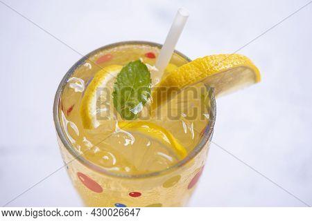 Summer Drink Juicy Lemon Slice, Exotic Summer Drinks Refreshing Of Cold Drinks Glasses Fresh Fruit O