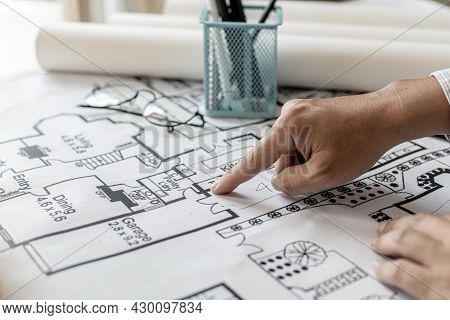 The Architects Reviewed The Blueprints That Were Designed Before The Presentation, Designed The Hous