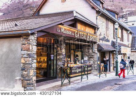 Saint-lary-soulan, France - December 26, 2020: Facade Of The Famous Boutique Maison Du Gateau à La B