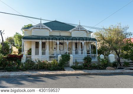 Prince Albert, South Africa - April 20, 2021: A Street Scene, With An Historic House, In Prince Albe