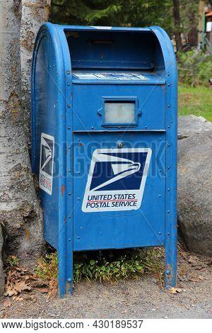 Yosemite, Usa - April 11, 2014: Us Postal Service Mailbox In Yosemite National Park, California. Usp