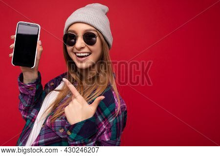 Closeup Photo Of Attractive Smiling Positive Young Blonde Woman Wearing Stylish Purple Shirt And Cas