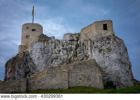Rabsztyn, Poland - August 2, 2021: Ruins Of A 14th Century Stronghold, Part Of A System Of Castles K