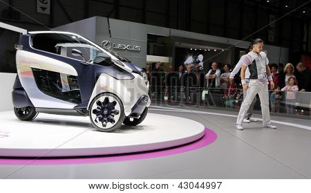 Battery-powered Electric I-road Toyota Concept Car