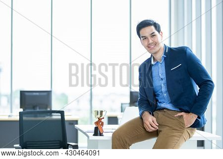 Happy Of Asian Young Businessman See A Successful Of Wrist In A Business Suit Of Man And Wearing Blu
