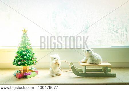 Christmas Decorations On Windowsil - Two White Bears With Christmas Tree