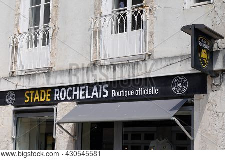 La Rochelle , Aquitaine France - 08 15 2021 : Stade Rochelais Boutique Logo And Text Sign France Sto