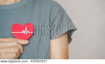 Senior People Holding Red Heart With White Heartbeat Icon, Heart Checking, Annual Health Checking, W