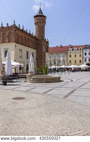 Tarnow, Poland - July 24, 2021: Town Square With Red Brick Building Of Town Hall. The Market Was Fou