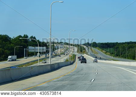 Middletown, Delaware, U.s.a - Maryland, U.s.a - August 15, 2021 - The View Of Traffic On Route 301 A