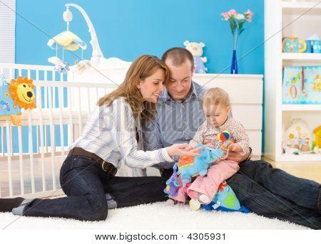 Familie zusammen zu spielen, zu Hause