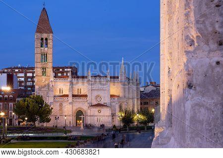 Valladolid, Spain - October 26, 2019: Santa Maria De La Antigua Church In Valladolid At Night, Spain