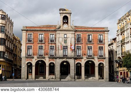 Zamora, Spain - February 02, 2020: View Of The Zamora Romanesque Cathedral And Bell Towers Between T