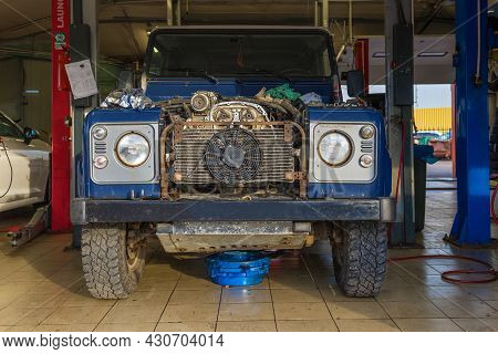 Saint Petersburg, Russia - August 10, 2021: Old Land Rover Defender On A Car Service