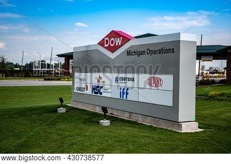 Midland, Michigan, Usa - 8.18.2021: Entrance Sign To The Dow Industrial Complex Industrial Center