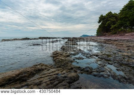 The Rock Beach : Beautiful Tropical Island Rock Beach - Khao Laem Ya-mu Ko Samet National Park Thail