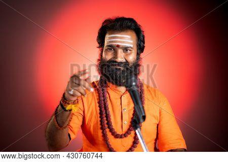 Beard Indian God Man Or Holy Guru With Rudraksha Mala Preaching Holy Vedas - Concept Of Religious Te