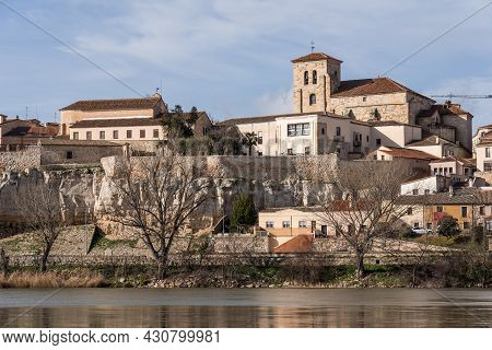 Zamora, Spain - February 02, 2020: View Of The City Of Zamora With The Romanesque Church Of San Pedr