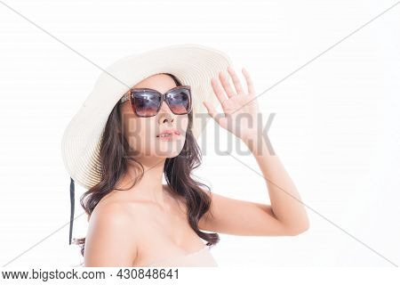Close-up, Beautiful Woman Portrait Face In Sun Hat And Sunglasses Enjoying With Sun At Studio Shot I