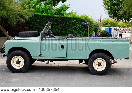 Bordeaux , Aquitaine  France - 08 17 2021 : Land Rover Defender 4x4 Side View Truck Pickup Convertib