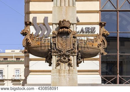 Naples, Italy - June 27, 2021: Obelisc With Ancient Ship Hull (rostra) In Front Of Renaissance Palaz