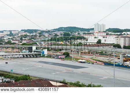 Seri Kembangan,malaysia - May 17,2020 : Empty Road In Sungai Besi Toll Plaza During Coronavirus Lock