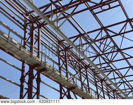 Overhead Traveling Gantry Crane Beam, Maintenance Scaffoldings And Truss Ceilings Of Industrial Buil