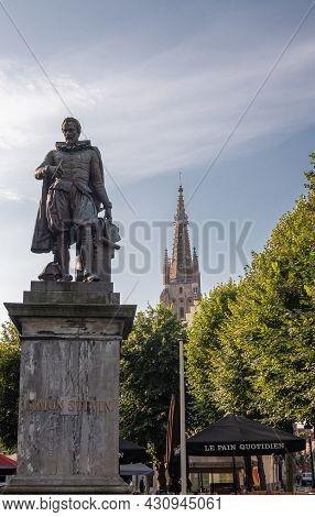 Brugge, Flanders, Belgium - August 4, 2021: Closeup Of Simon Stevin Bronze Statue On Gray Pedestal W