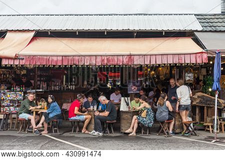Bangkok,thailand - November 2,2019 : People Can Seen Having Their Beverage At The Cafe In Chatuchak