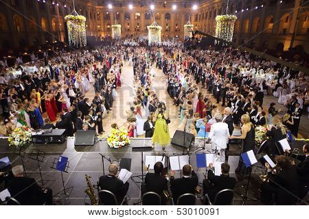 MOSCOW - MAY 25: Rows of beautiful people at 11th Viennese Ball in Gostiny Dvor on May 25, 2013 in Moscow, Russia.