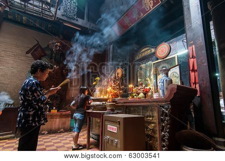 Praying In Vietnam